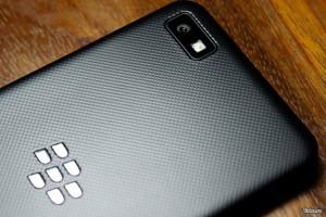 BlackBerry z10 Tampak Belakang